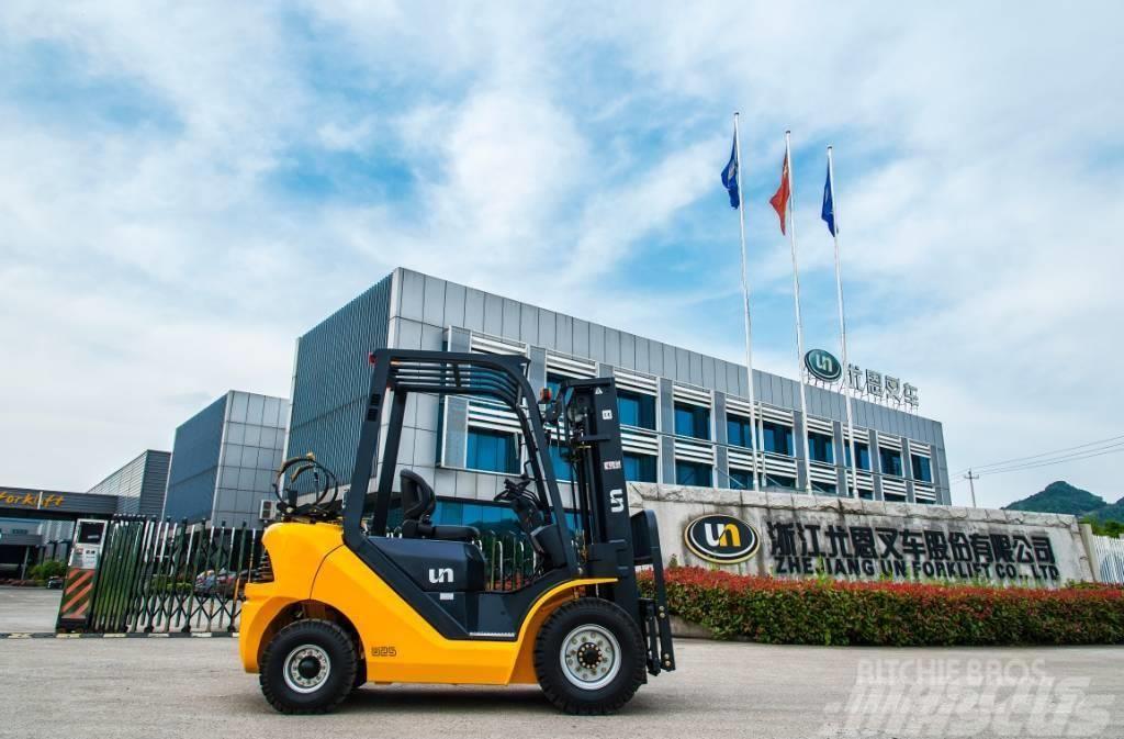 UN Forklift FD40T mini4T Diesel Forklift Xinchai