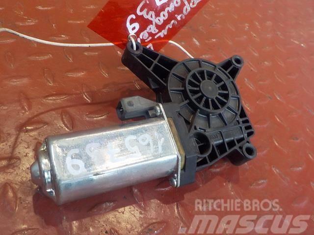 Mercedes-Benz Actros MPIII Window regulator motor left 8204908 A