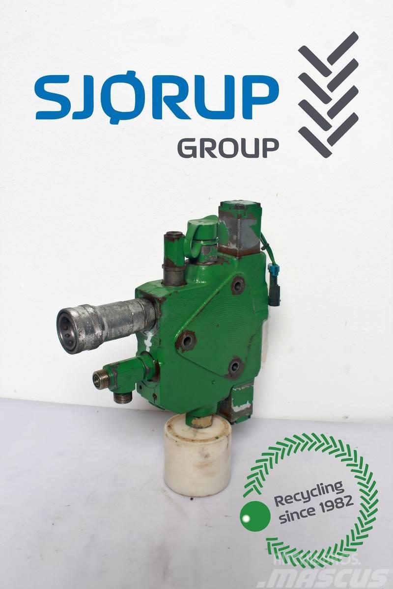 John Deere 7920 Hydraulic lift valve