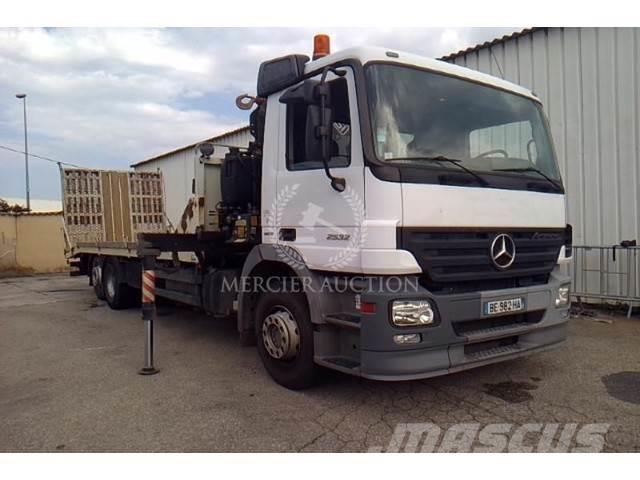 Mercedes-Benz ACTROS 2532 6X2 26T PORTE ENGIN GRUE