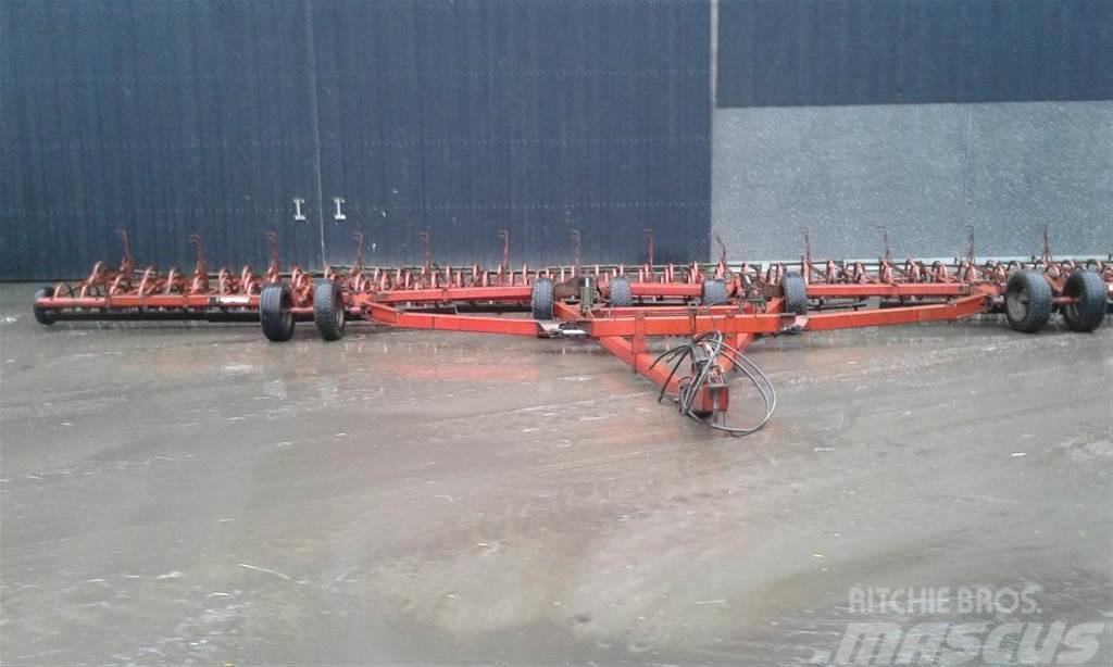 Kverneland 13,5 meter C-tands harve med rotorsmuldrer
