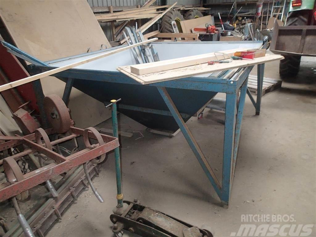 Meton 2x2 meter til salgs, i Egtved, Danmark - brukte silouttaksutstyr - Mascus Norge