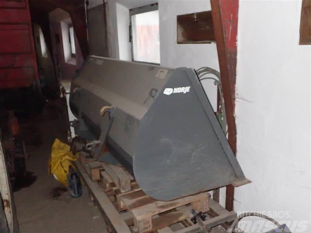 Norje 220 cm universal skovl med euro beslag 1300 L