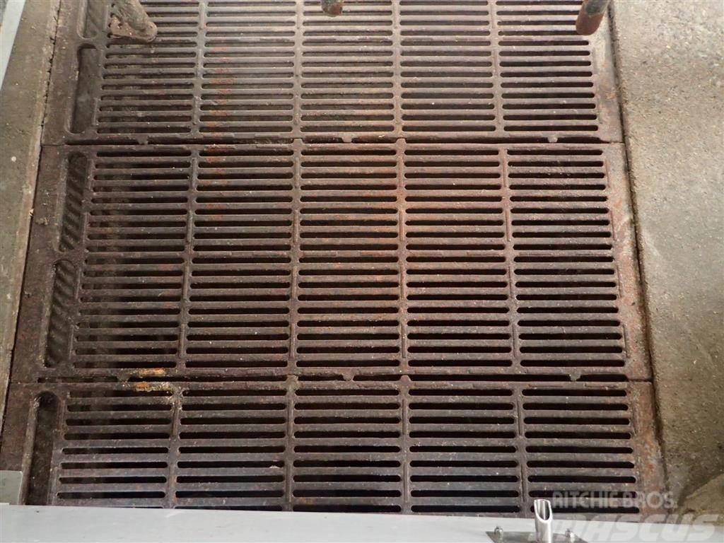[Other] Støbejerns riste med udskrabning 1.0 meter