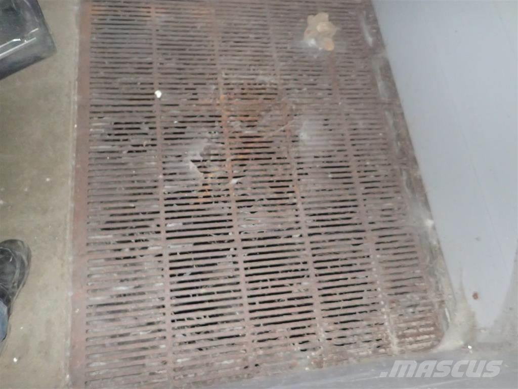 [Other] Støbejerns riste med udskrabning 1,2 X 0,5 meter