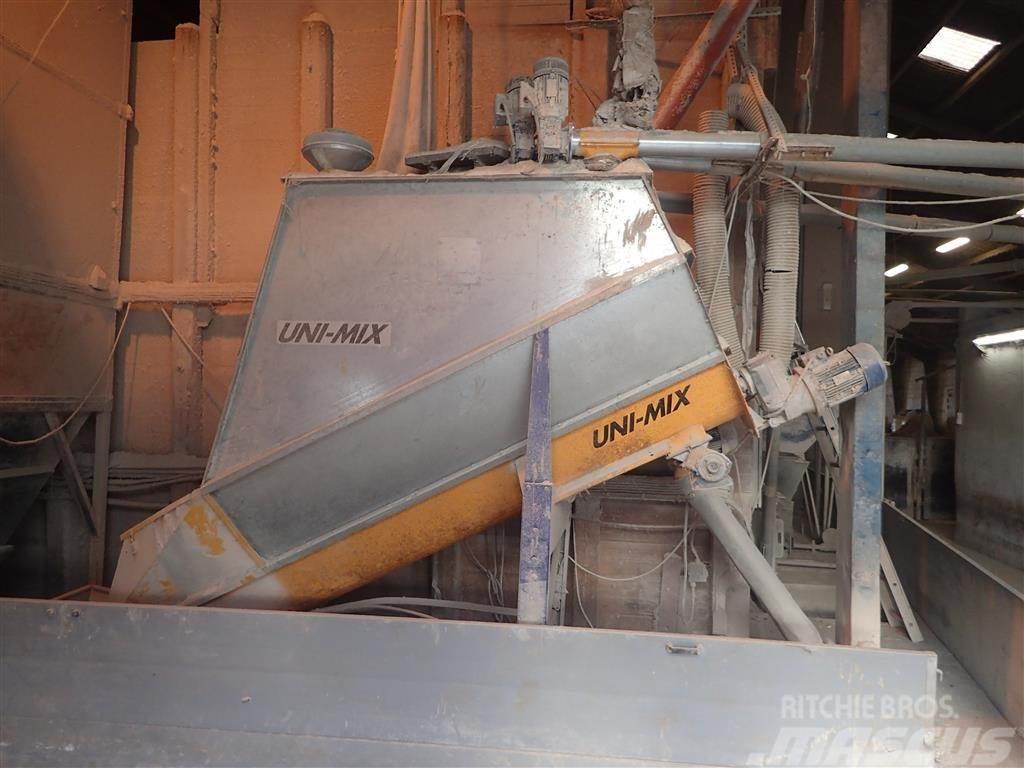 Skiold Unimix foderblander 1000 kg med 3 stk. miniralsilo