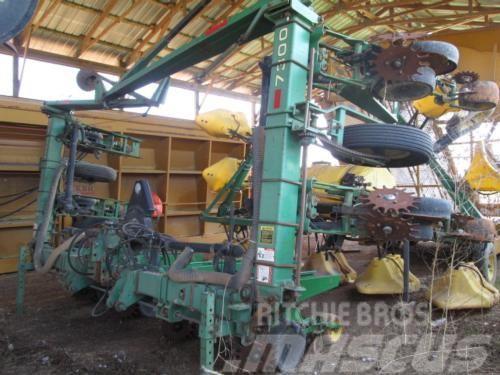 John Deere 7300 Vertical Fold Planter