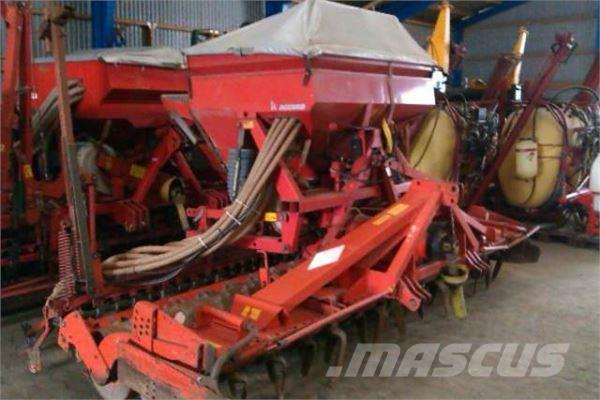 Kuhn HR4002 med Accord DA