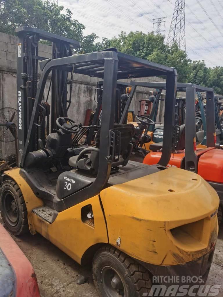 Komatsu 3 tons Forklift good condition