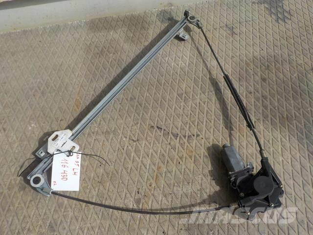 DAF XF 95 Electrically controlled window left 1354702