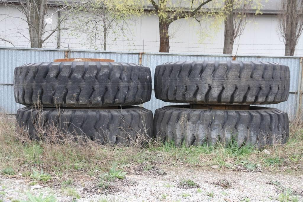 Bridgestone 4 x tires for dumper/loader 30.00R51