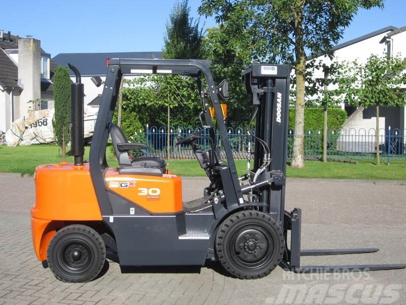 Doosan D30 G Nieuwe heftruck!
