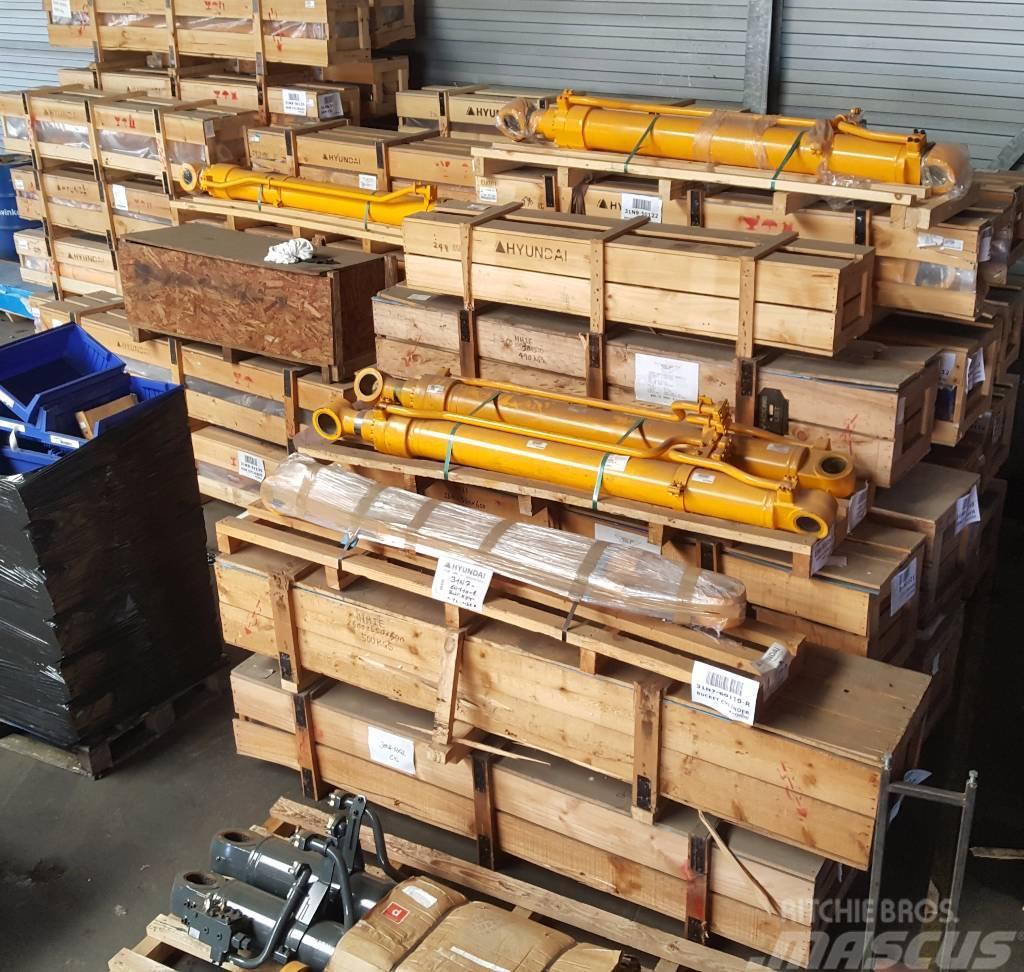 Hyundai Boom Cylinder LH - Robex 320 LC-7, 31N9-50121