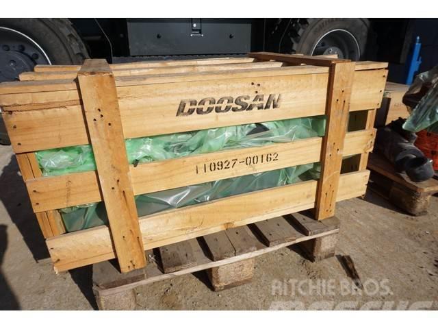 Doosan Spatbord scherm DL350 /110927-00162