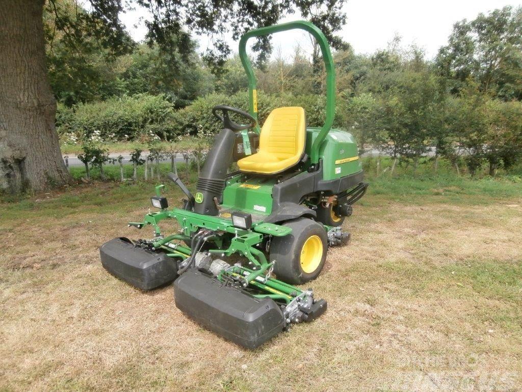 John Deere 2500E Greens Mower