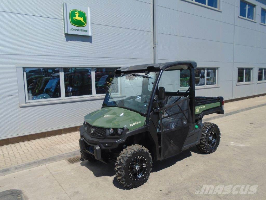John Deere XUV865M Gator with net doors