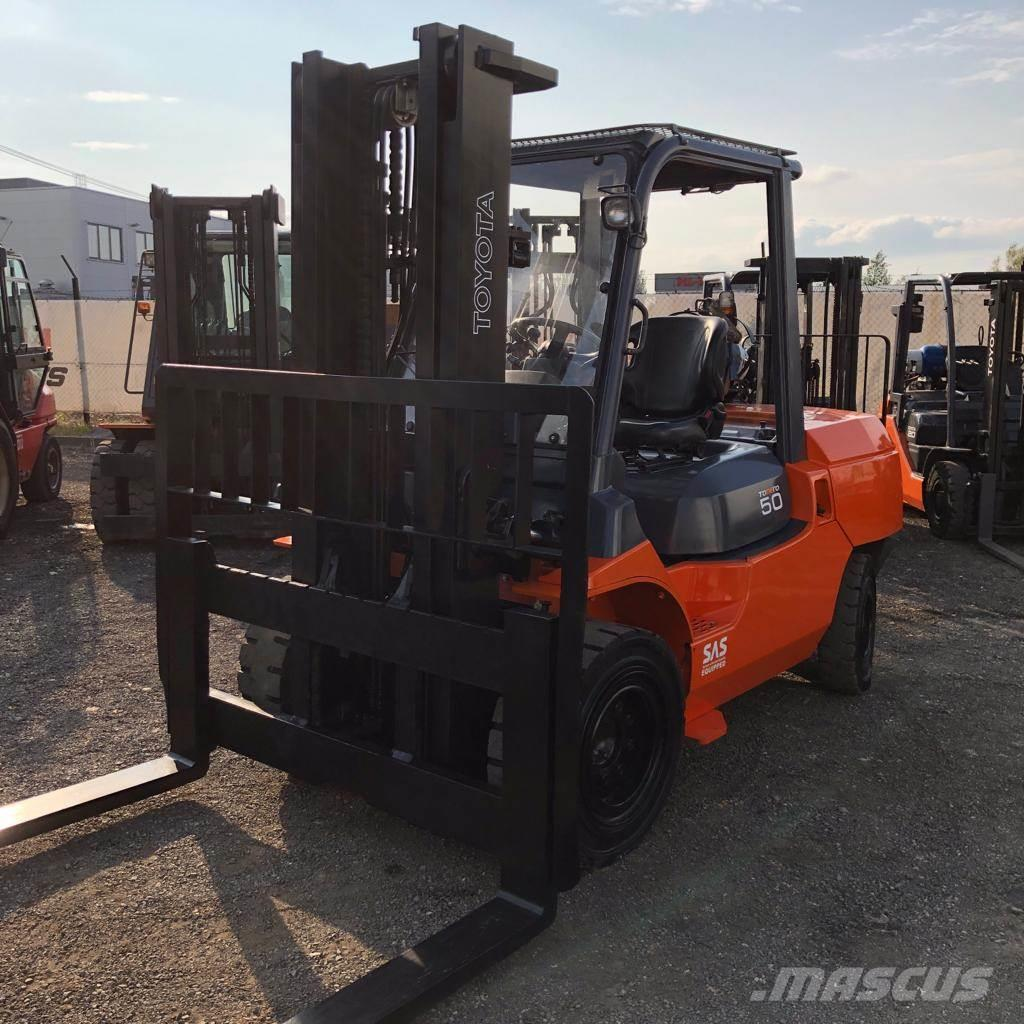 Toyota 02-7FGA50 Low mast ONLY 3513 hours,LIKE NEW