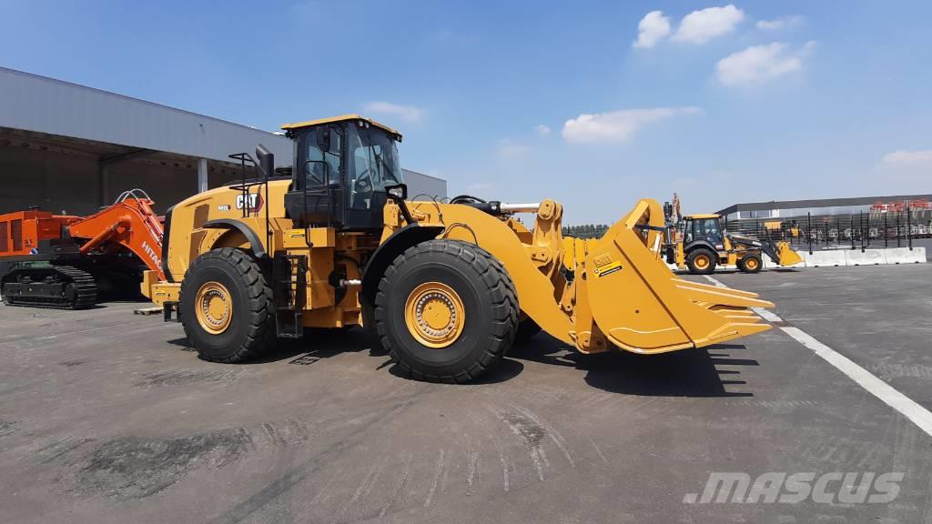 Caterpillar 980 L (unused with QC, bucket and forks)
