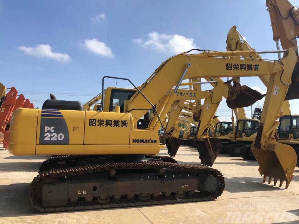 Komatsu PC220-8中型挖掘机