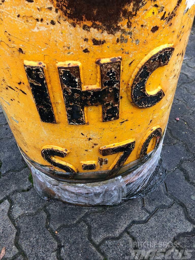 IHC S-70