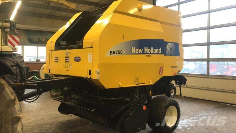 New Holland BR 750 AEC