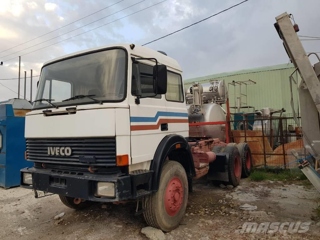 Iveco TURBOTECH 330.30 6x4 tractor unit - SPRING