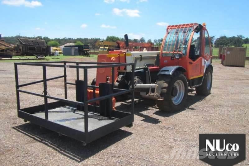 JLG 3513 TELEHANDLER WITH MAN CAGE