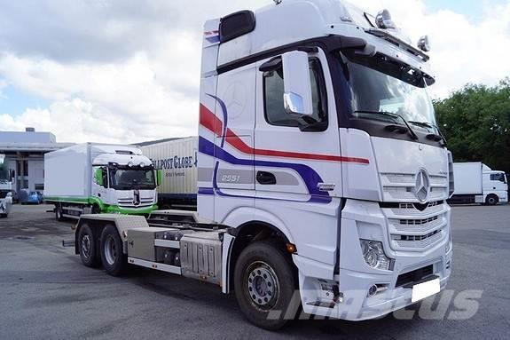 Mercedes-Benz Actros Chassis 2551 6x2 Chassis