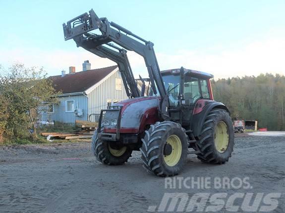 Valtra M150 traktor med frontlaster