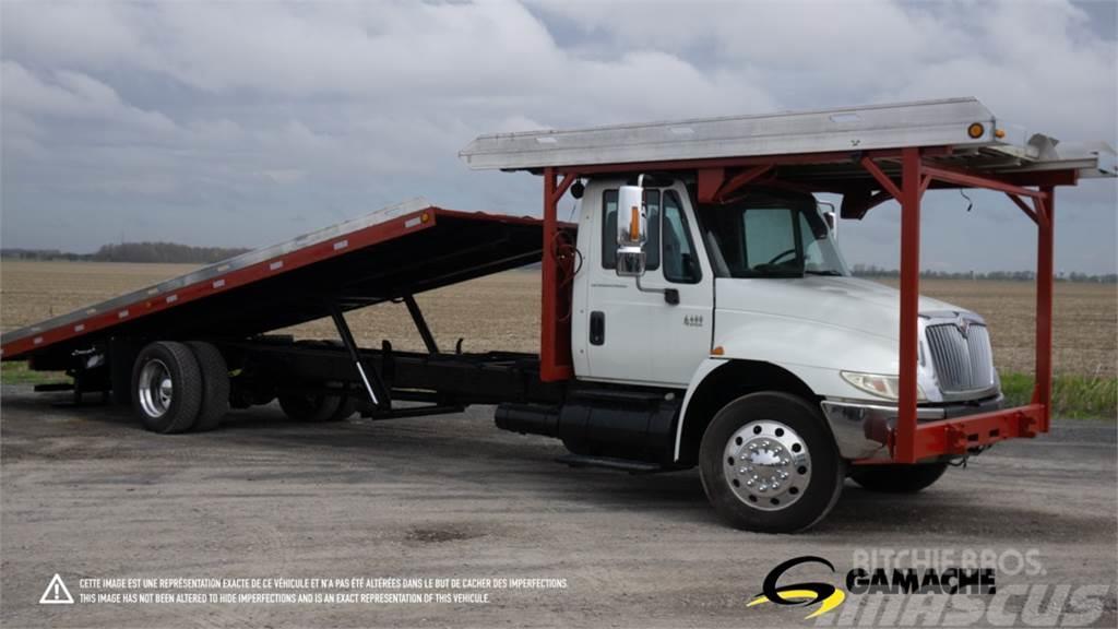 International 4400 TOW TRUCK, FLAT BED