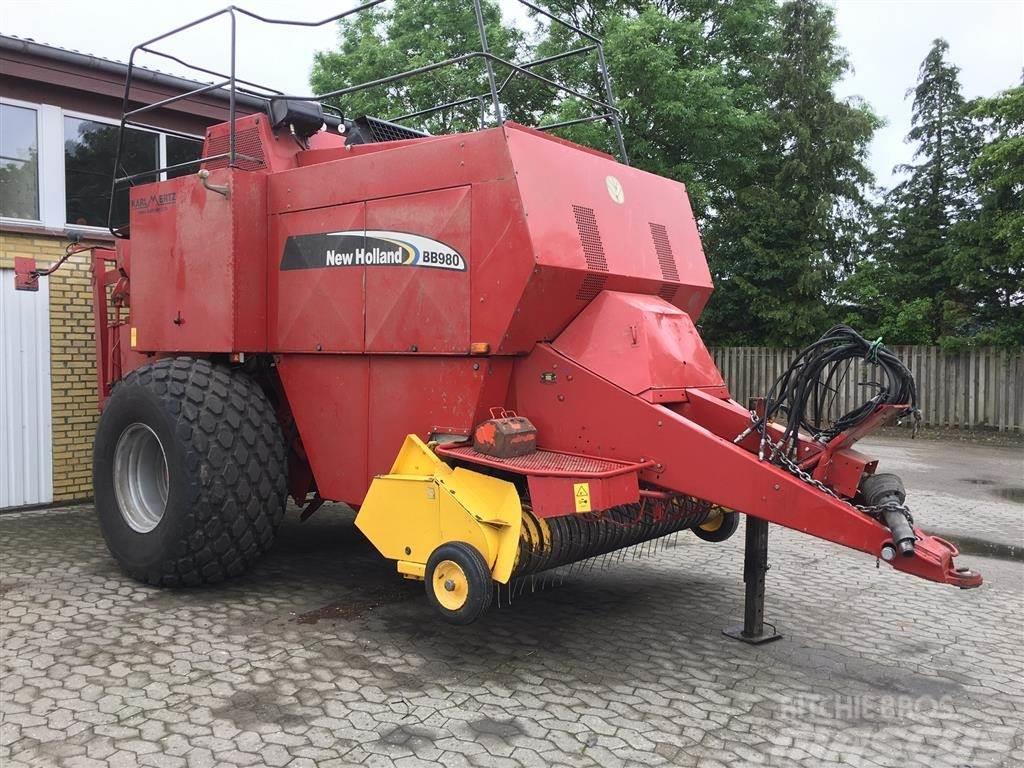 New Holland BB980 med Fasterholtt ballesamlervogn