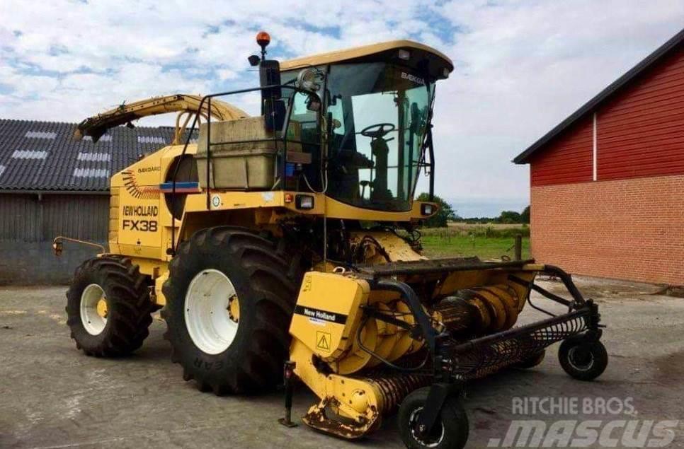 New Holland FX 38 med Kemper 4500 majsbord