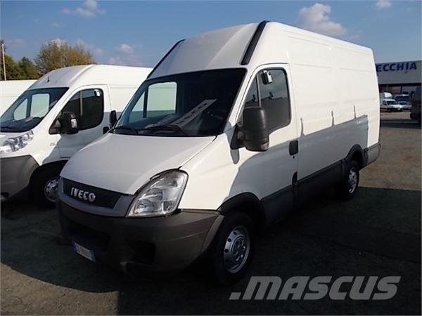 iveco daily 35s11v occasion prix 11 700 ann e d 39 immatriculation 2010 fourgon iveco daily. Black Bedroom Furniture Sets. Home Design Ideas