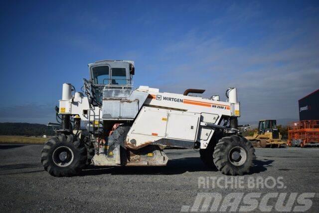 WIRTGEN WR 2500 S / Recycler / Bodenstabilisier / VIDEO