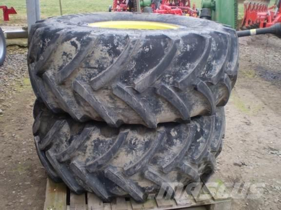 John Deere 500/85 x 24 Wheels