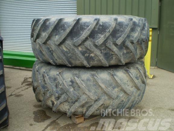 John Deere 680/85 x 32 Wheels
