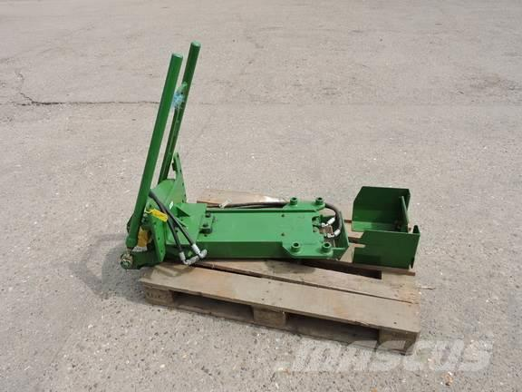 John Deere 7290R Hitch