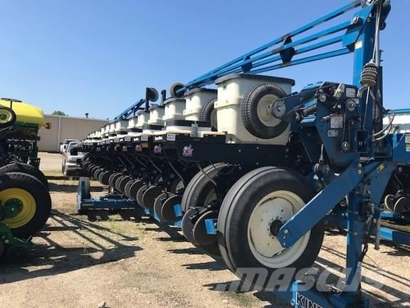 Kinze 3600 Planters Price 20 326 Year Of Manufacture 2005