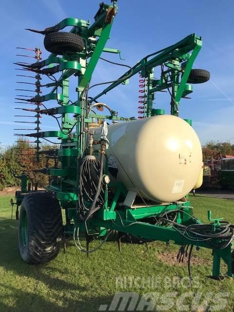 Agrodan 7.5 mtr. 2000 kg tank-store fjedre tænder-brede hj