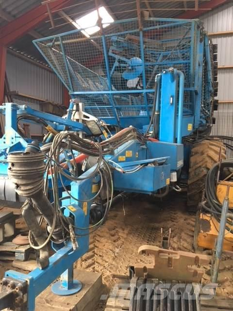Used Edenhall -744-hydr-trak-pa-hjul-900-60-r32 beet harvesters Year ...