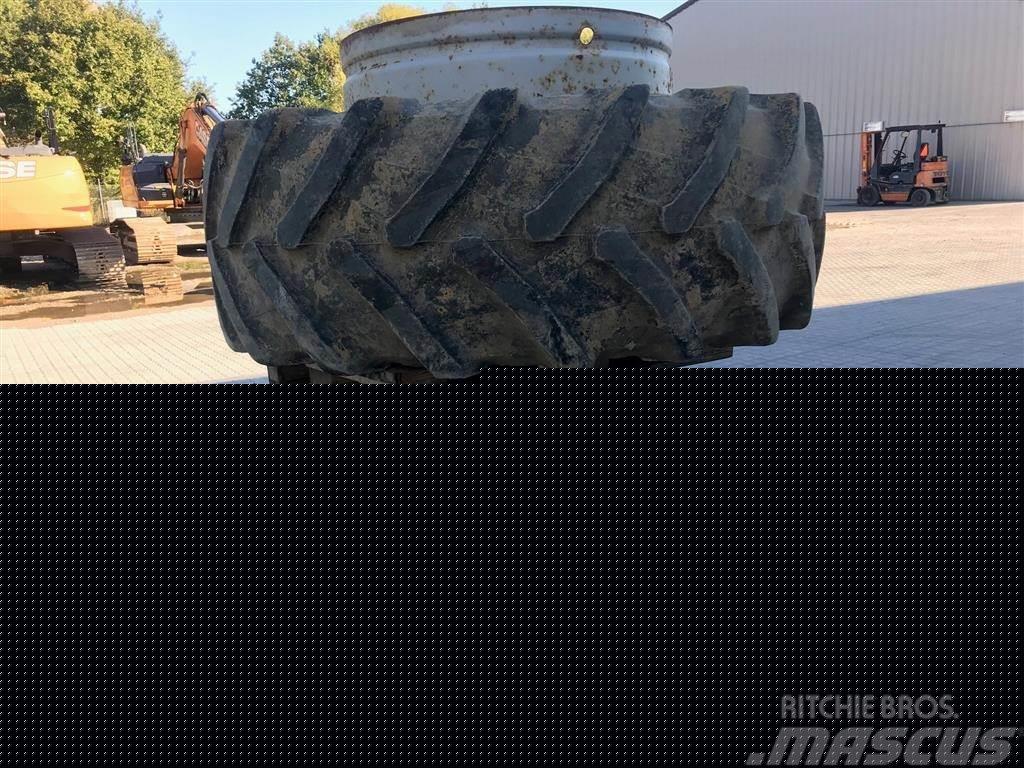 Pirelli 580/70 R38 Står i Karlslunde Sjælland