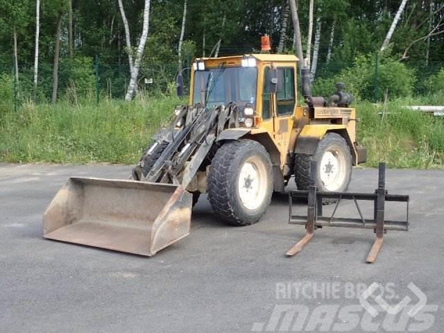 Lundberg 342 Hjullastare / Redskapsbärare med skopa och gaf
