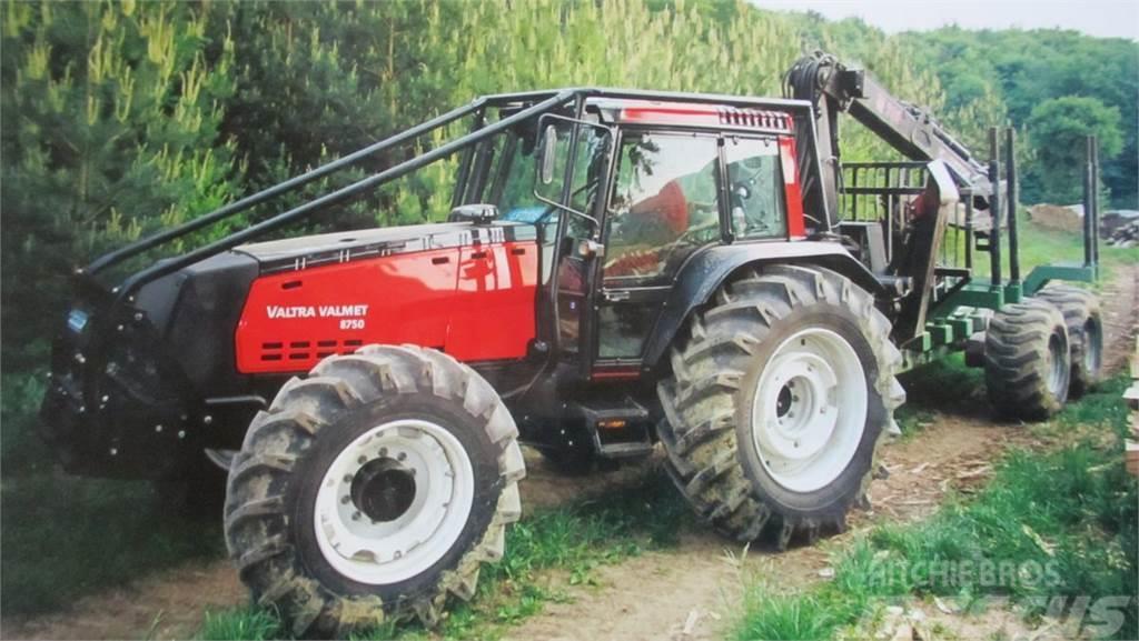 Valtra 8750 mit LK 12T + F700T