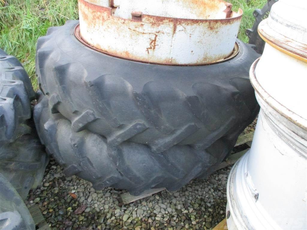 Dunlop 13,6 R38 Med Ring og 3 Dual låse