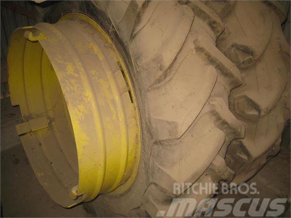 John Deere 4 tvilling hjul 12,4x28 13.6x38