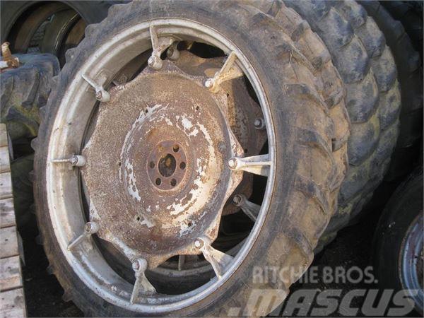 [Other] 8,3x44 8 lags Avon dæk på Ford fælge