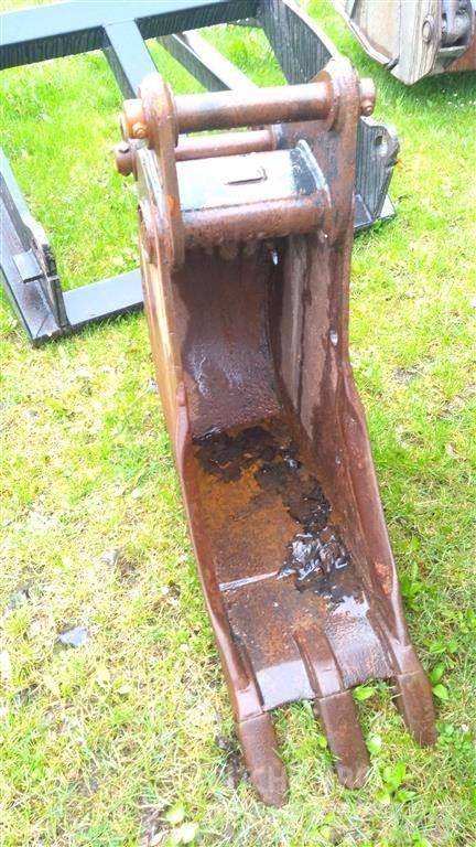 New Holland ophæng, 30 cm. graveskovl m/ tænder