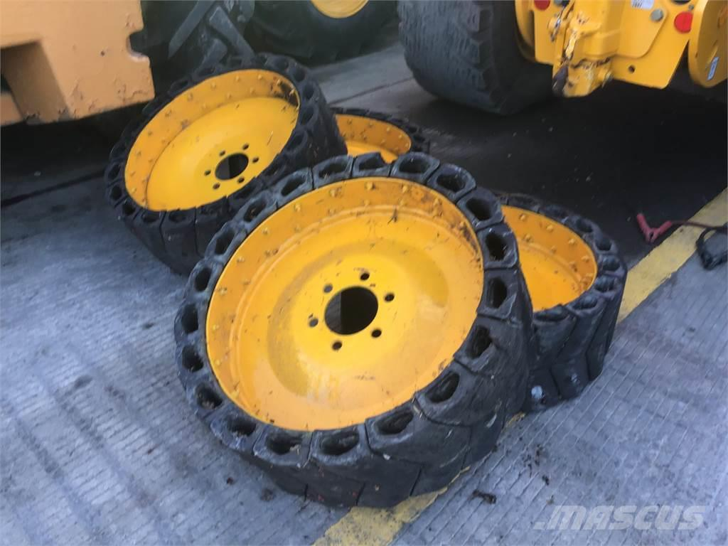 [Other] SOLID WHEELS TO FIT JCB SKID STEER