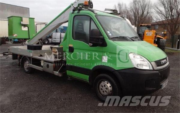 Iveco DAILY 35S11 NACELLE 16M