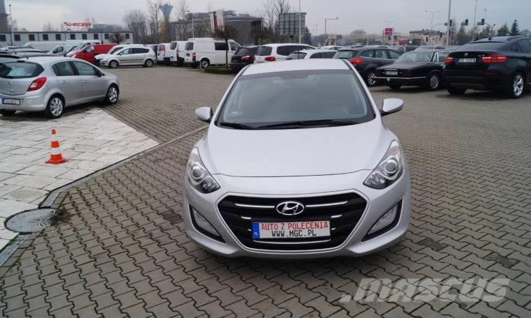 hyundai i30 occasion prix 11 071 ann e d 39 immatriculation 2016 voiture hyundai i30. Black Bedroom Furniture Sets. Home Design Ideas